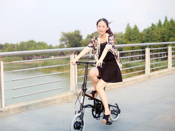 轻时尚生活:恋恋的电单车
